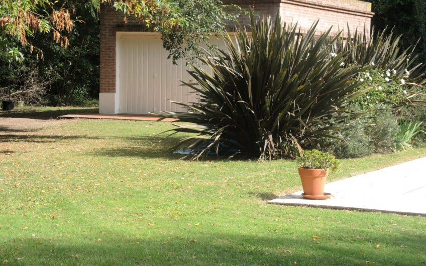 En  venta casa quinta en La Araucaria- Lobos. Barrio Abierto, sin expensas.