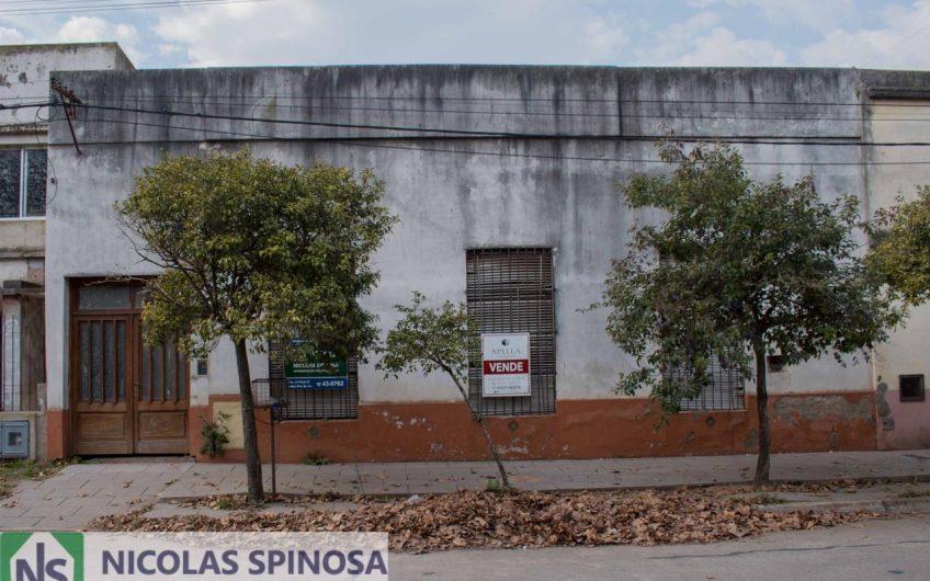 Casa Antigua frente a la Plaza Tucuman